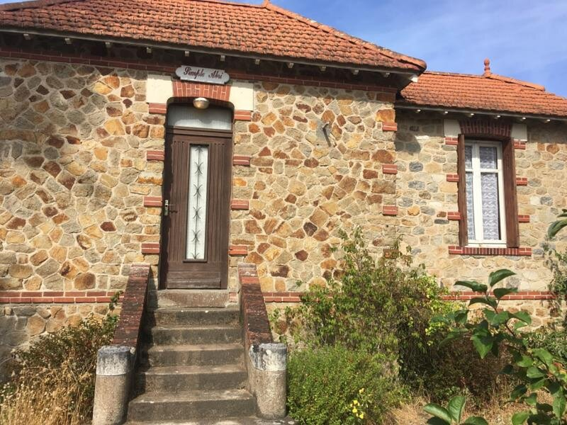 MAISON ACCES DIRECT A LA MER -, holiday rental in Donges