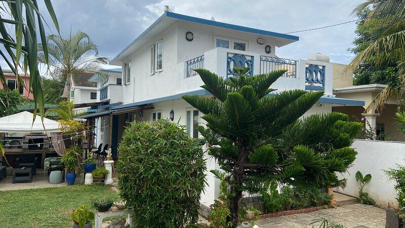 Grande villa de standing avec sa piscine privée face mer & ses prestations ., casa vacanza a Petite Riviere