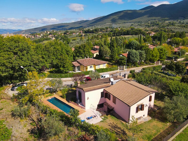 Fully self contained house with private pool. Quiet area with panoramic sight, holiday rental in Pozzo Ciolino