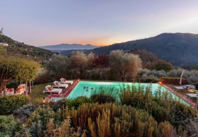Querce Villa Sleeps 10 with Pool Air Con and WiFi - 5879128, holiday rental in Gugliano