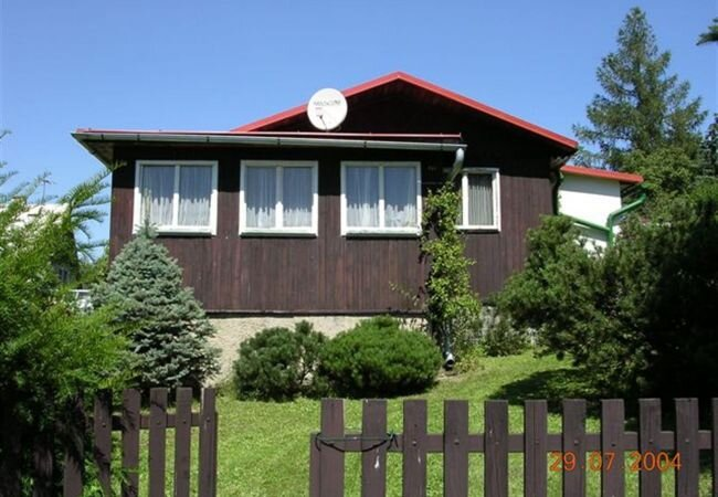 Vesec Holiday Home Sleeps 6 with WiFi - 5879243, holiday rental in Mnisek