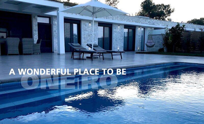 ONEiRO Halkidiki Seaview White Villa, location de vacances à Paliouri