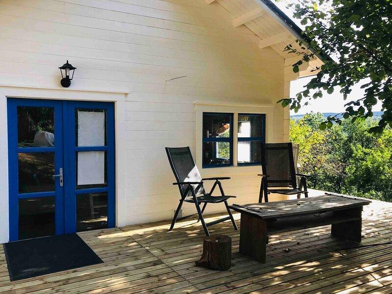Cottage in jardin de Marjo, holiday rental in Senezergues
