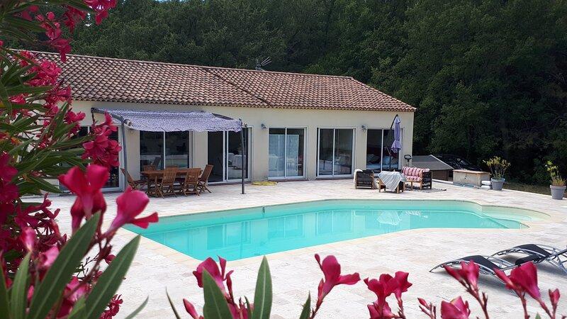 Villa à TRETS proche d'Aix en Provence, vacation rental in Peynier