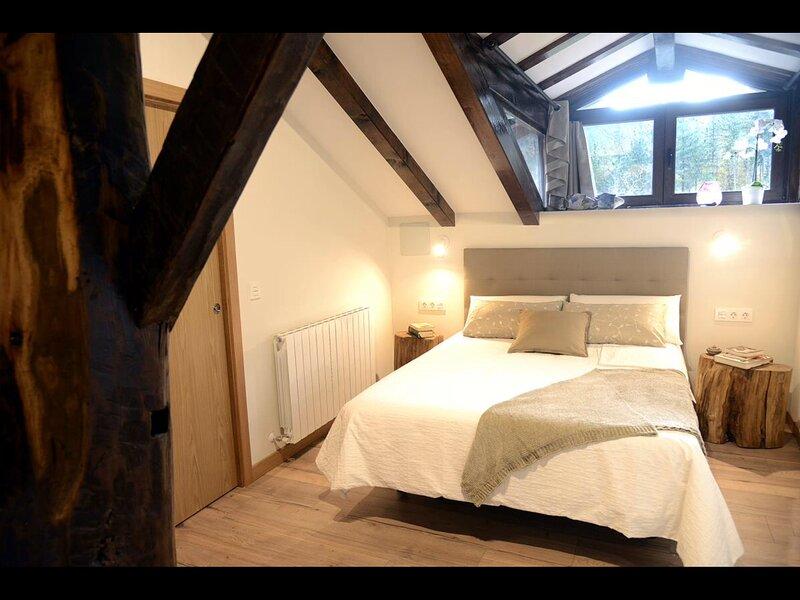 Casa Rural totalmente reformada a 10km. de Lekeitio en un entorno privilegiado., holiday rental in Ea