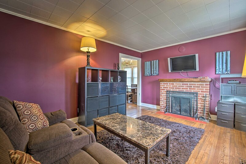 Living Room | Air Conditioning | Free WiFi