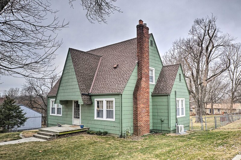 NEW! Kansas City Home w/ Large Yard: Pets Welcome, holiday rental in Liberty