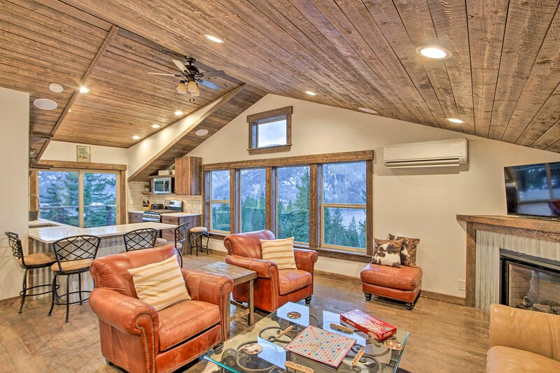 NEW! Cle Elum Lake Apt w/ Shared Hot Tub & Views!, holiday rental in Easton