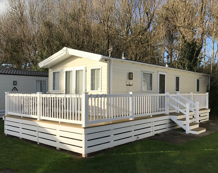 Coastal Country Park Holiday Home, vacation rental in Lymington