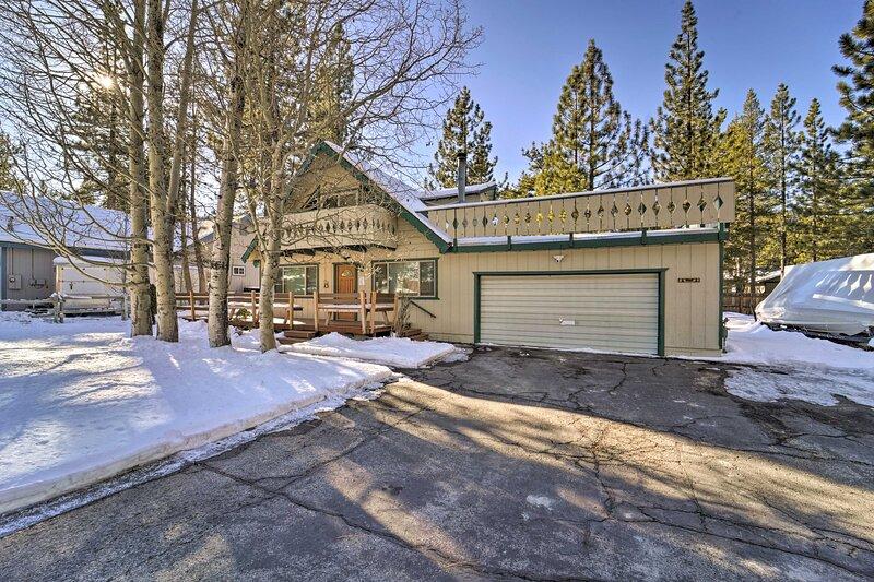 Rustic Lake Tahoe Cabin 11 Mi to Heavenly Mtn Ski!, alquiler vacacional en Twin Bridges
