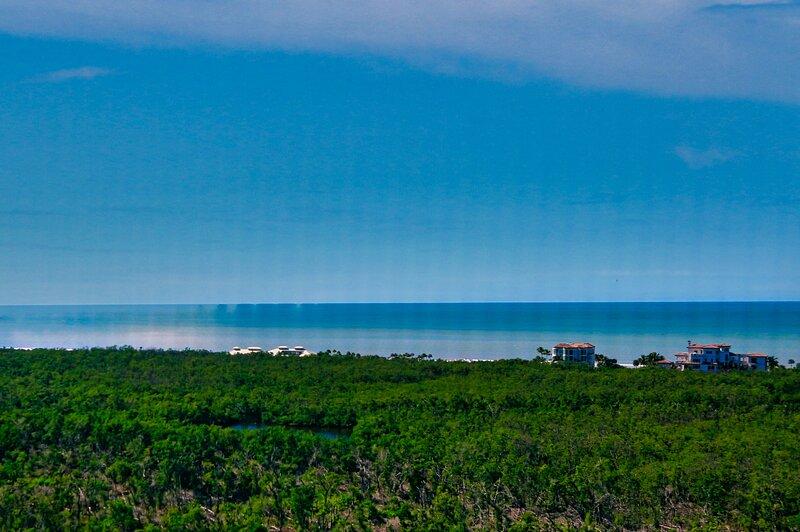 Claridge at Pelican Bay17-B, vacation rental in Pelican Bay
