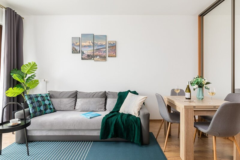 Functional apartment near Arkadia for trip with friends, Ferienwohnung in Czosnow