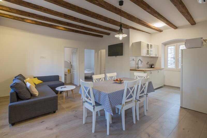 Apartments Bepi - Apartment Nera, vacation rental in Komiza