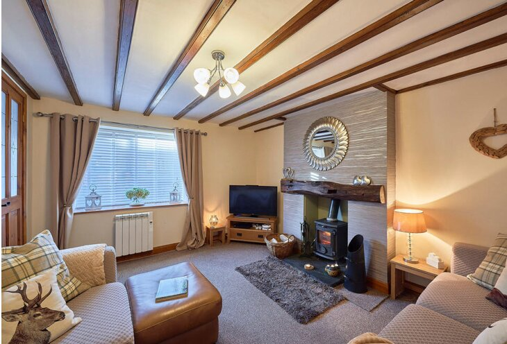 Cosy 2 bedroom  cottage with log burner, beams and a private garden, Ferienwohnung in Brough