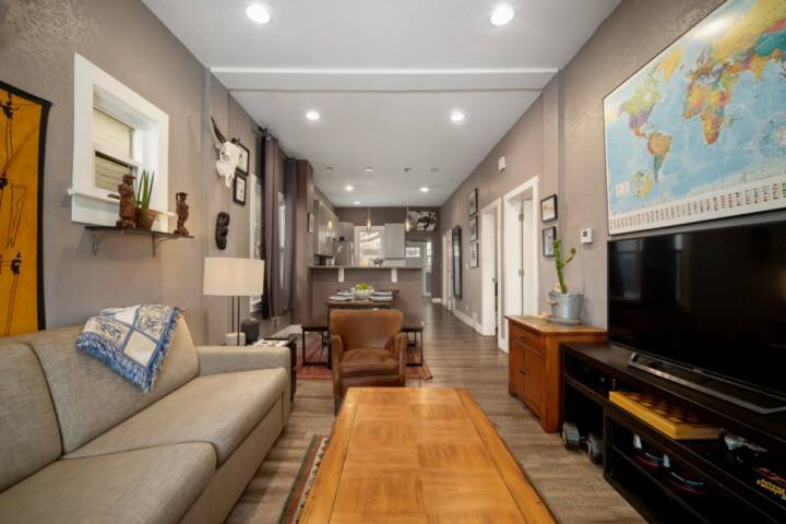 NEW! well-appointed getaway near RiNo & light rail in center of Denver / FIRE PI, holiday rental in Commerce City