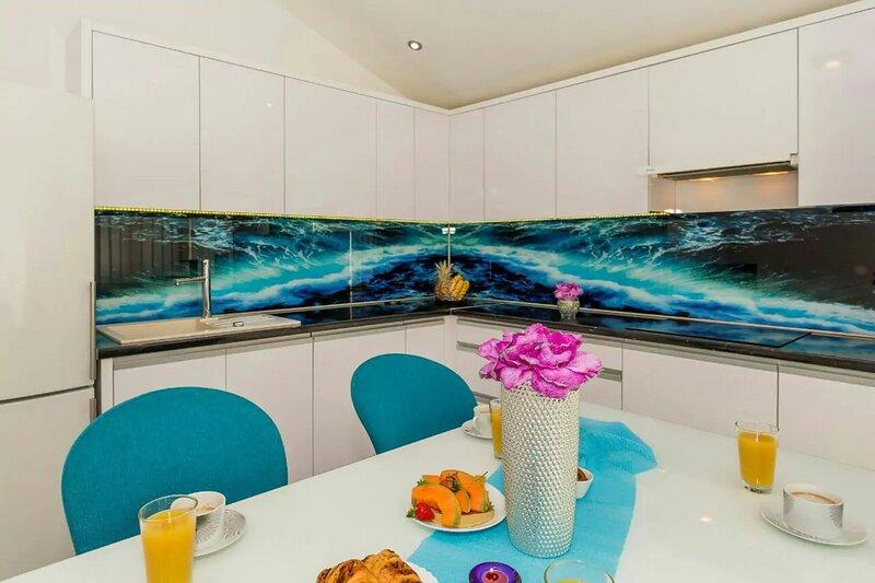 Luxury Apartment Skyline, vacation rental in Kastel Kambelovac