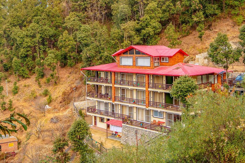 Golden Bliss Cottage by Vista Rooms, vacation rental in Ramgarh District