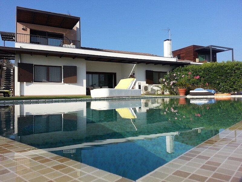 Beautiful Villa with Private Pool in Excellent Location - Isola Albarella, vacation rental in Adria