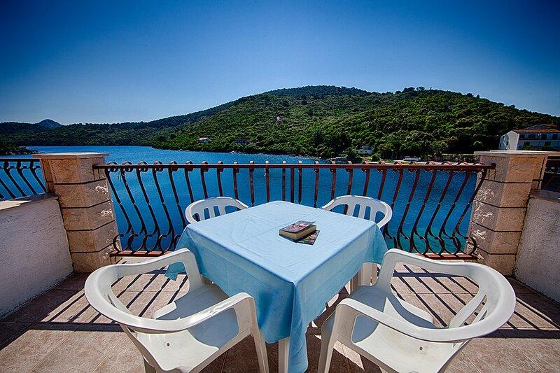 Apartments Malo Lago - One-Bedroom Apartment with Two Balconies and Sea View, alquiler de vacaciones en Lastovo
