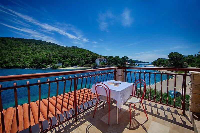 Apartments Malo Lago - One-Bedroom Apartment with Balcony  No.6, alquiler de vacaciones en Lastovo