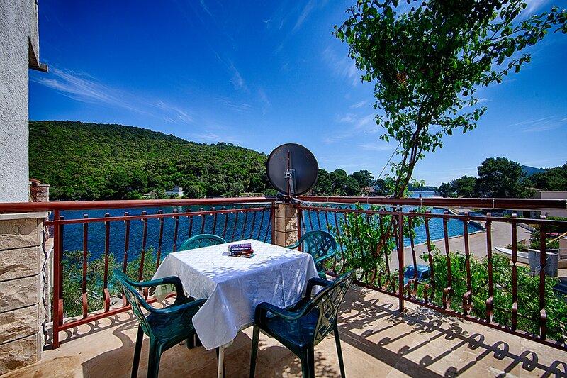 Apartments Malo Lago - One-Bedroom Apartment with Balcony No.7, alquiler de vacaciones en Lastovo