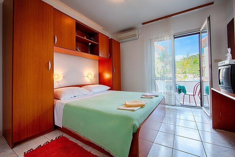 Apartments Malo Lago - One-Bedroom Apartment with Balcony No.4, alquiler de vacaciones en Lastovo