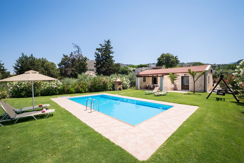 Traditional Villa Cedar in the Heart of Nature!, vacation rental in Filippos