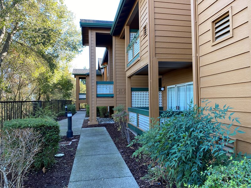 Fresh on Market 3/2 Fully Furnished, King bed, W/D in unit, garage, casa vacanza a Livermore