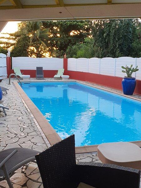 Magnifique Villa GRACE LAND à 30 m de la plage, avec PISCINE EXCEPTIONNELLE!!!!, aluguéis de temporada em Les Anses d'Arlet