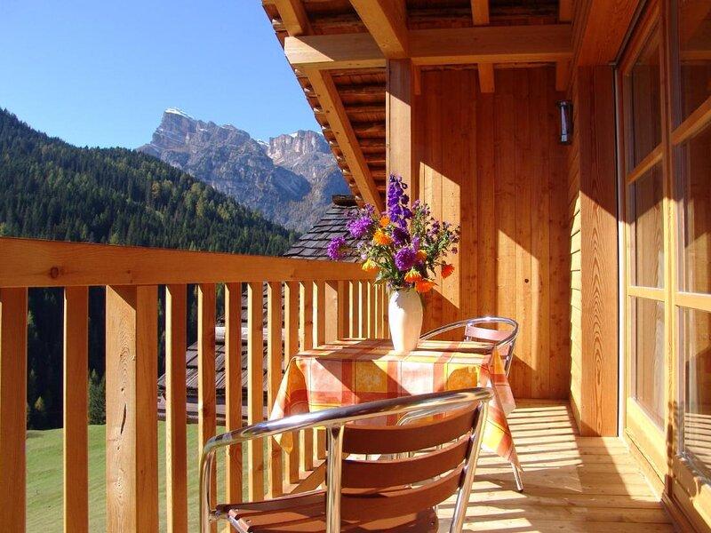 Apartment Emoziun for 7 people - San Cassiano, Ferienwohnung in Corvara (Kurfar)