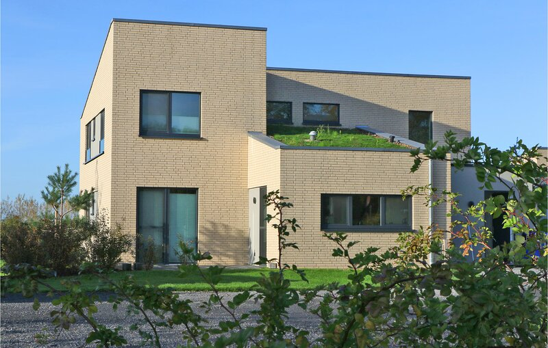Awesome home in Lembruch/Dümmer See with Indoor swimming pool, Sauna and 5 Bedr, vacation rental in Lembruch