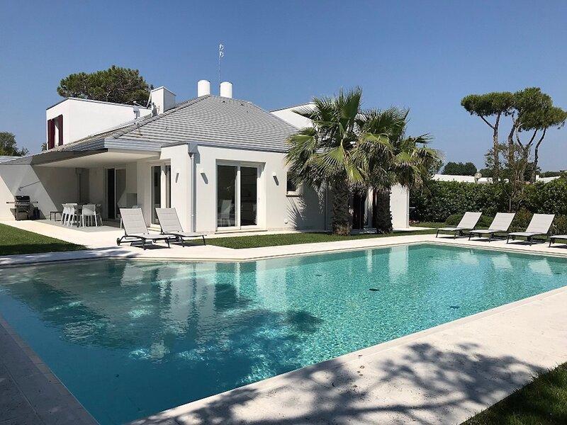Modern Villa with Private Pool in Isola Albarella, aluguéis de temporada em Province of Rovigo