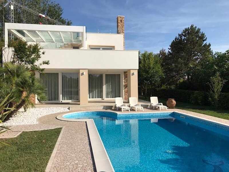 Beautiful Modern Villa in Isola Albarella, vacation rental in Adria