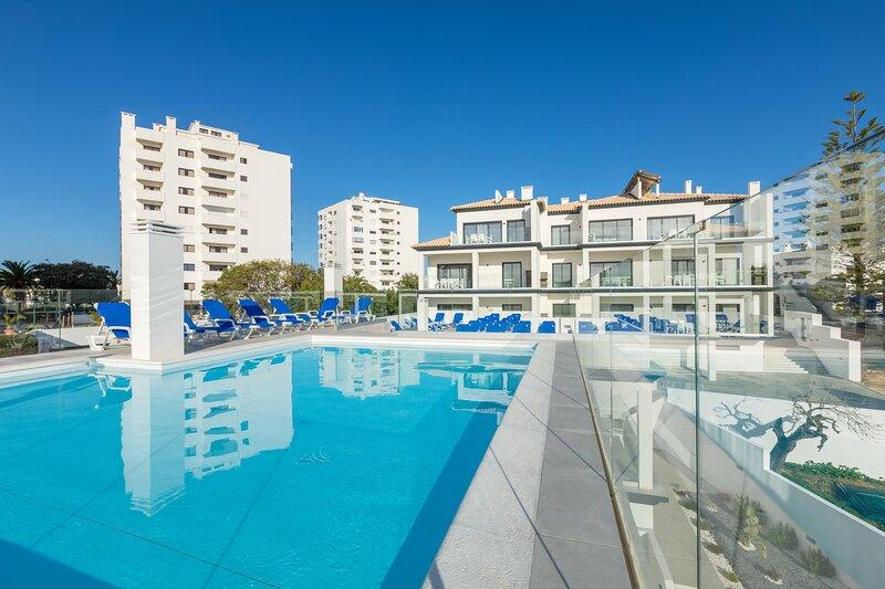 Correeira Luxury Residence T2 H - Albufeira, Pools, Wifi, Bbq, Beach, location de vacances à Areias de Sao Joao