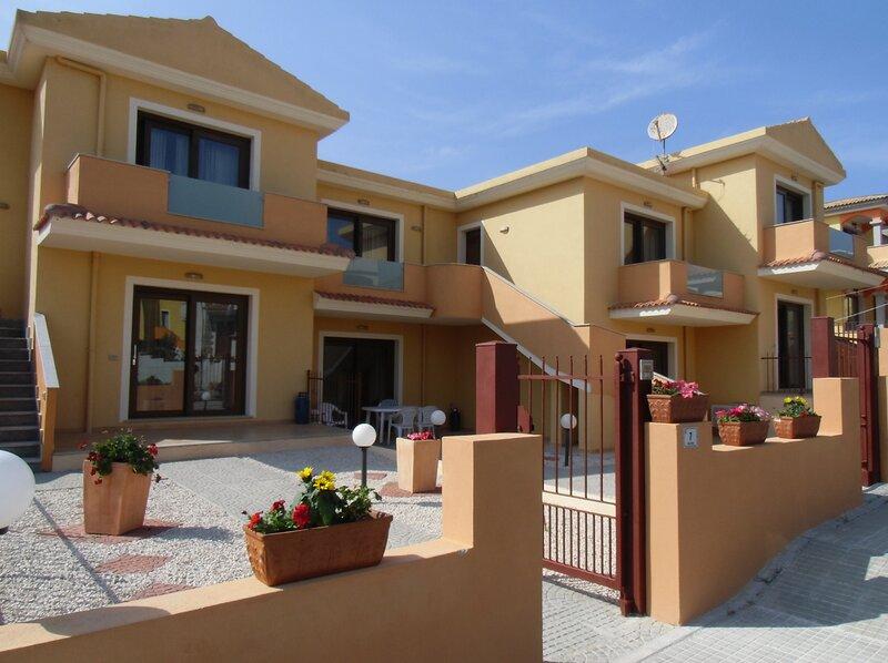 2-Bed Apartment in Castelsardo, location de vacances à Lu Bagnu