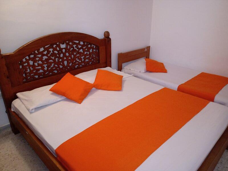 Apartamento familiar cerca del mar, alquiler de vacaciones en Gaira