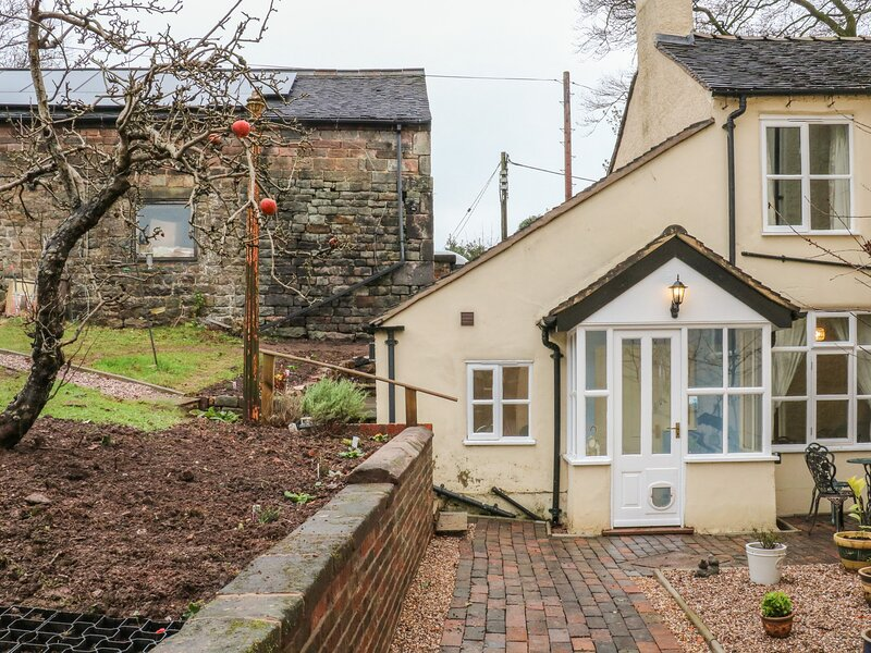 Endon Bank Cottage, Endon, holiday rental in Burslem