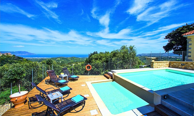 Cretan View Villa - Sea View - Heated Swimming Pool, holiday rental in Kastellos