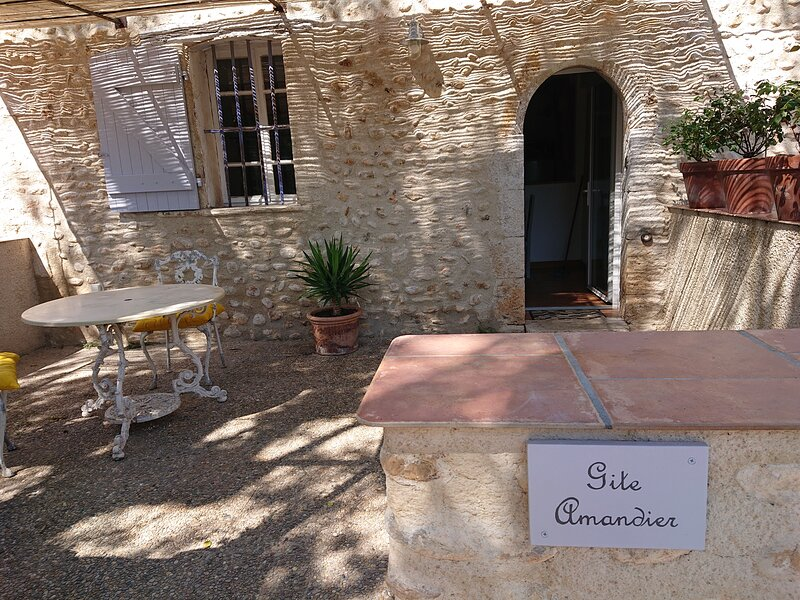 Gite Amandier, holiday rental in Alpes-de-Haute-Provence