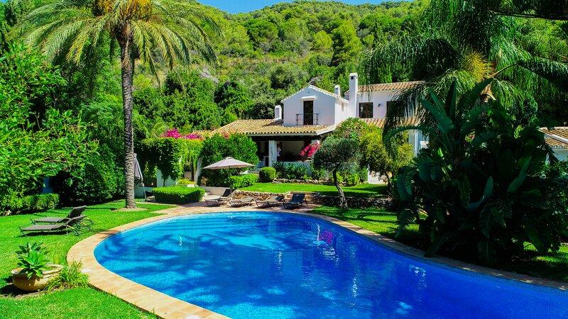 Cubo's Villa Las Lagunas de Azahar, holiday rental in Coin