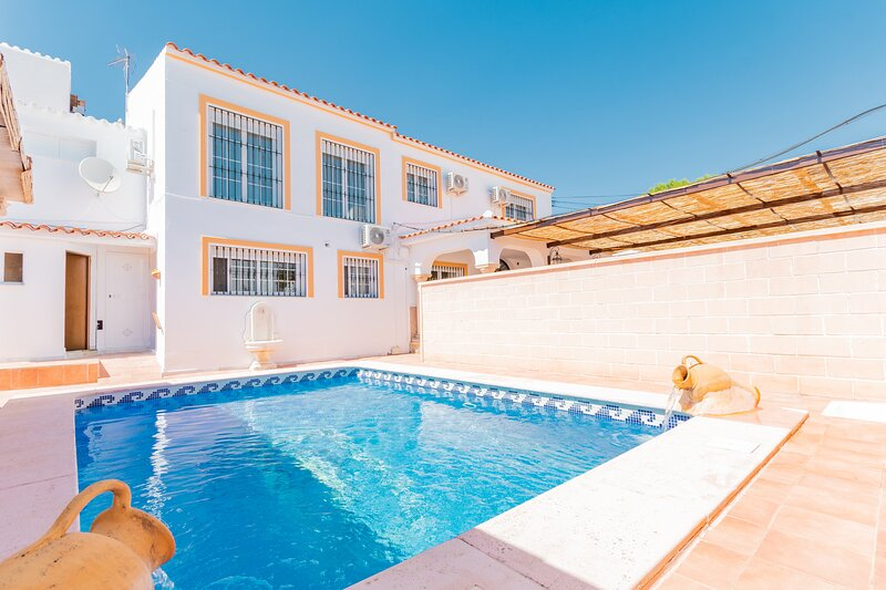 Cubo's Villa Paraiso, holiday rental in Gibralgalia