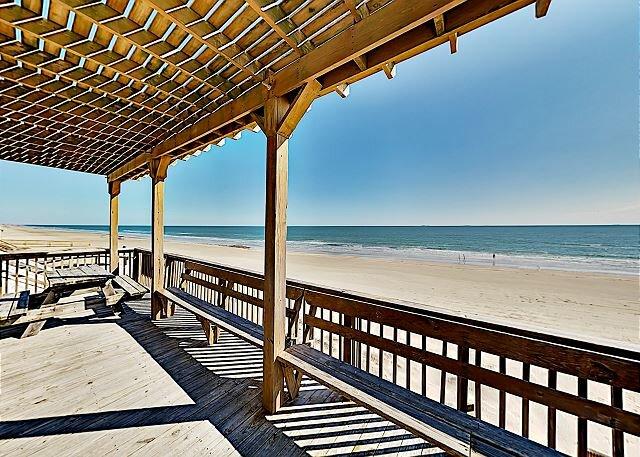 Spacious Beachfront Home | Private Walkway, Gulf Views & Grill | Near Town, Ferienwohnung in Surfside Beach
