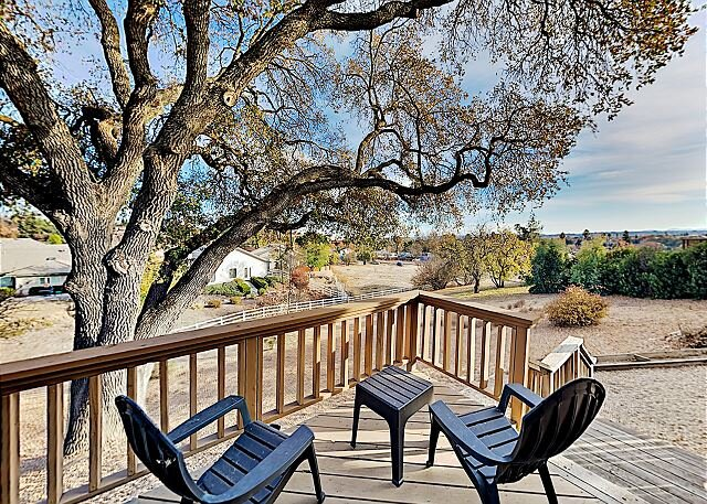 Expansive Wine Country Retreat | Game Room, Hot Tub & Outdoor Fireplace, casa vacanza a Paso Robles