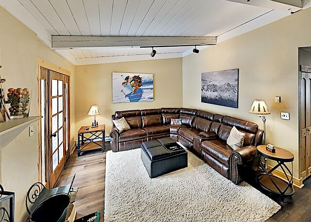Sunny West Vail Townhome near Hiking, Skiing & Vail Village, holiday rental in Minturn