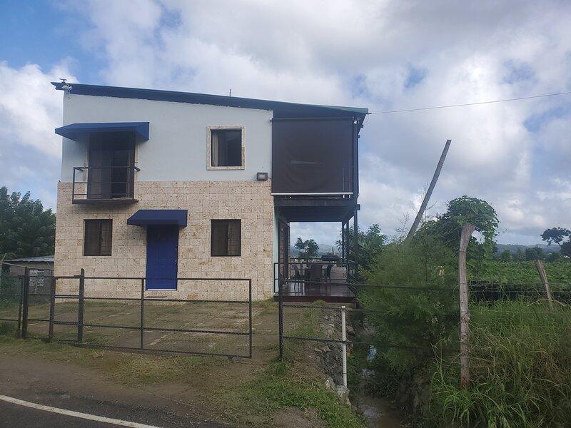 2/2.5 Private Villa Facing Jamaca de Dios Mountain, holiday rental in Jarabacoa