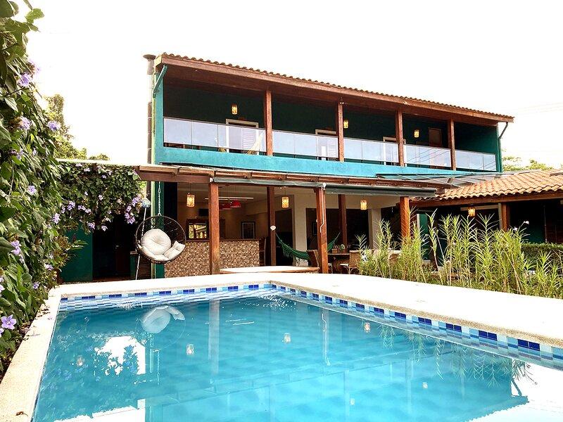 Casa linda com Piscina e WIFI em Camburi, aluguéis de temporada em Praia Barra do Sahy