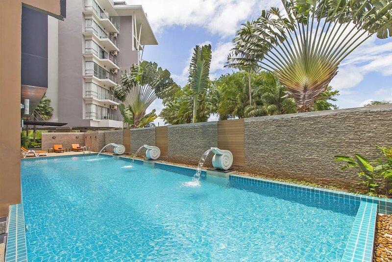 2 Bedroom Apartment in the Heart of Karon Beach – semesterbostad i Karon Beach