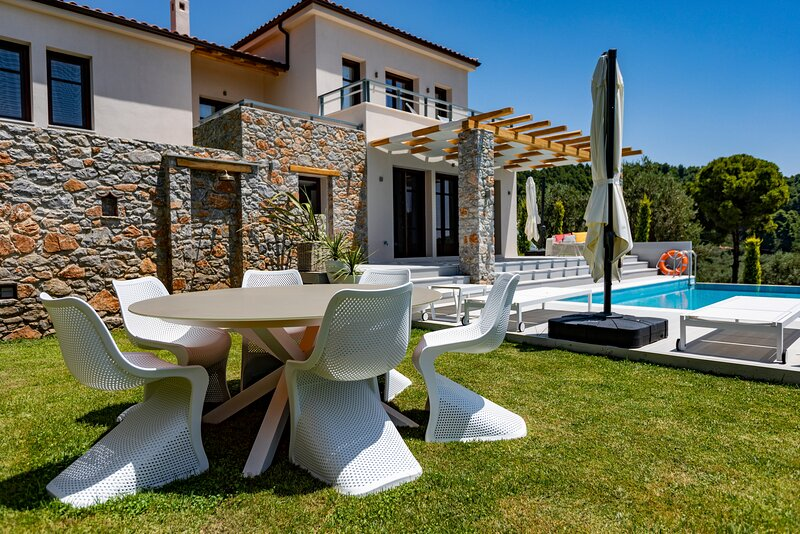 Platanias Villa Sleeps 6 with Pool and Air Con - 5874448, location de vacances à Troulos