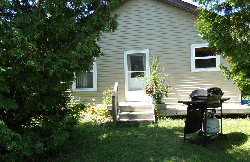 NORTHERN MICHIGAN INLAND WATERWAY COTTAGE, holiday rental in Cheboygan County