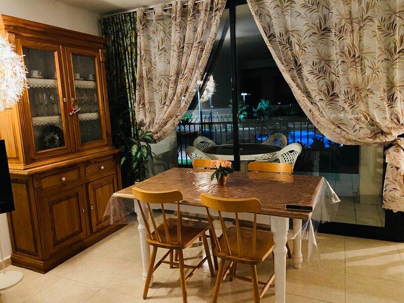 Amplio y luminoso apartamento en 1° linea de playa, vacation rental in Cubelles